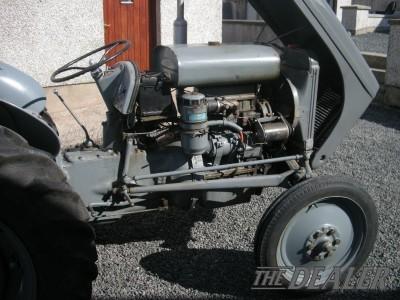 Breaking A 1947 Grey Ferguson TEA 20, Diesel P3, Perkins