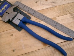 NEW FENCING PLIERS 10 INCH with POLY COATED ripple grip handles.