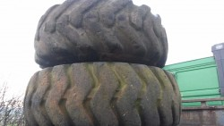 Earth mover tyres suitable for tractor puller, Volvo Moxy dump truck 21.00 - 25