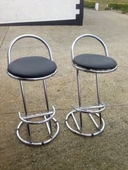 2 breakfast stools