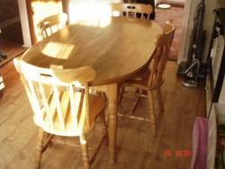 Kitchen table and chairs in Solid Pine