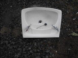 White Sink with taps  for Sale