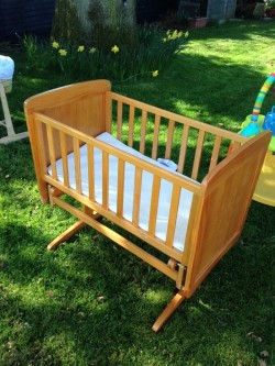 Easy rocking crib