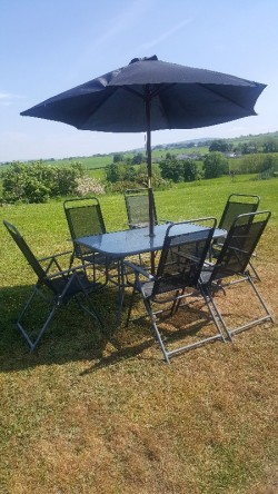 Gardens table and chairs