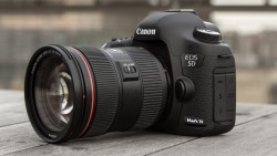 New Canon EOS 5D Mark IV + 24-105mm f/4L is II USM