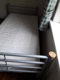 I02 Single Bed