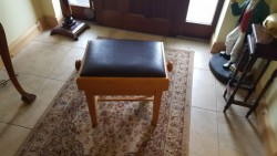 New Piano stool can adjust height