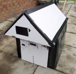 Pet Kennel - free to collect