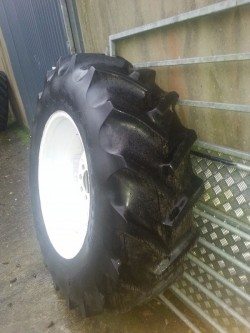 16.9 30 ford wheels and tyres