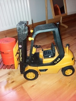 Remote controlled  fork lift