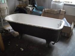 cast iron roll-top bath