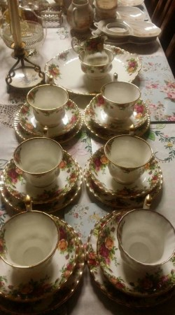 Royal Albert  country rosses  dinner service
