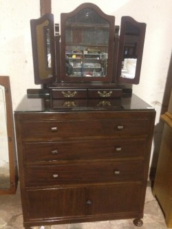 Dressing table & chest of drawers ( Machonagy)