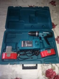 Makita drill with 2* 18v batteries