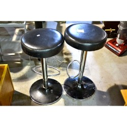 2 black bar stools imaculate condition