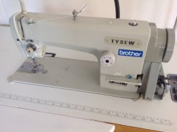 Industrial sewing machine with needle feed. As new.