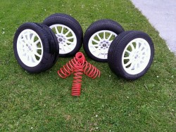 """15"""" White Alloys and 50mm Lowering Springs"""