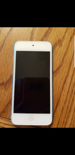 Blue Ipod touch 5th generation (16GB)