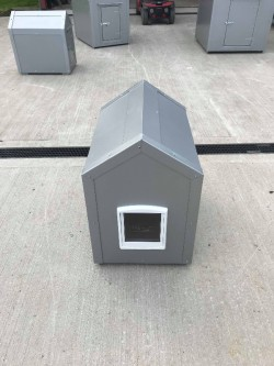 BRAND NEW CAT/SMALL DOG BOX WITH CAT-FLAP