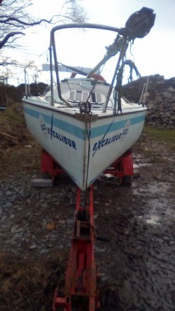 22ft boat hull, 4 wheel trailer,alloy mast + sails
