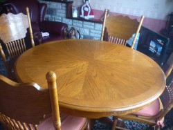 Wooden table extendable to 6 places. 4 chairs and 2 carver chairs
