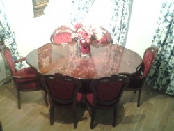 Beautiful Italian dining room table and 6 chairs