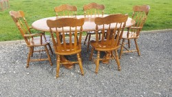 Extendable table with 6 chairs
