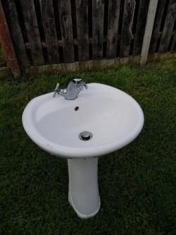 Sink pedestal taps