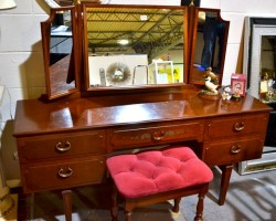 Dressing  Table and mirror  imaculate
