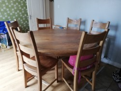 Round oak table with 6 chairs