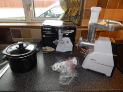slow cooker and meat mincer