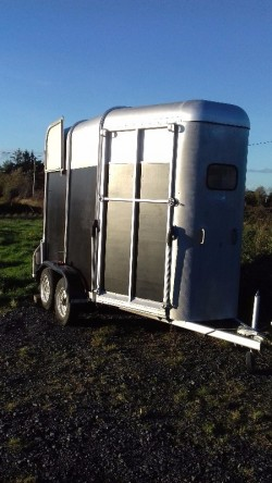 Horse trailer :ifor williams 505