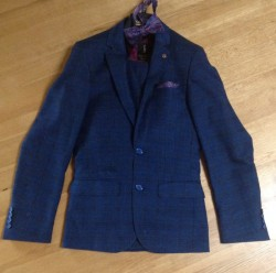 Formal 3 piece men's suit and accessories