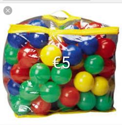 Kids swimming pool with 100 balls