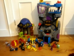 Batman Cave, Hall of Doom, Superhero Rescue Jet, Batman+Batgirl Motorbikes, Hulk, Spiderman, Ironman