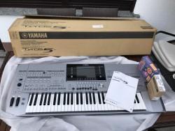 Yamaha Tyros  5 Keyboard synthesizer '76