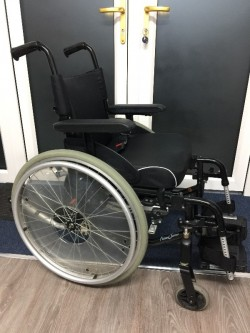 Wheelchair with Comfort Curve Seat