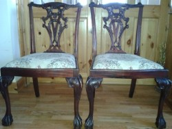 Antique Queen Ann style Dark mahogany Table & Chairs for sale.