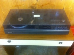 Sharp Retro Hi-Fi System with Turntable