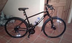 New dual sport 3 mens road bike.