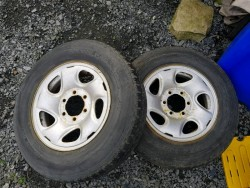 Toyota.hilux spare wheels