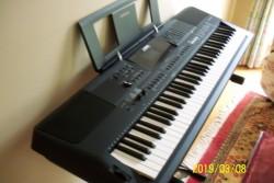 Piano Keyboard Yamaha PSR-EW400