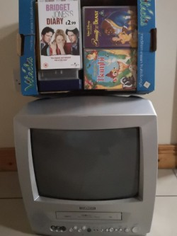 Daewoo Portable TV with integrated VHS play/rec