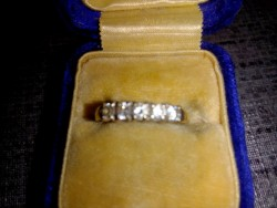 Beautiful 9ct Eternity dress Ring