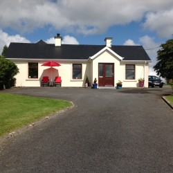 4 Bedroom Bungalow For Sale In Ballaghaderreen Roscommon.