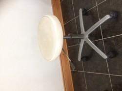 Salon stool adjustable height and swivel