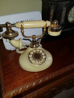 Antique   B T connection  working  phone