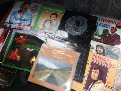 14 country music vinyl
