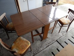 dropleaf table and 4 chairs