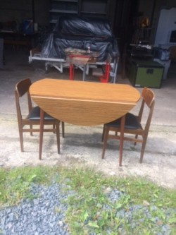 Drop leaf table (retro)